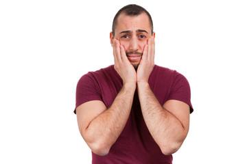 Mann ist voller Sorgen und verzweifelt