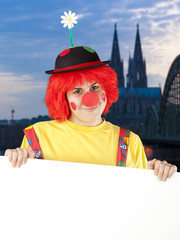Clown mit Schild in Köln