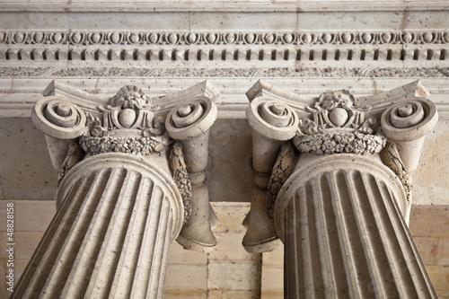 Säulen eines Gebäude in Paris © Tiberius Gracchus