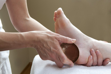 ayurveda massage with kansu bowl