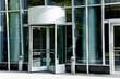 Eingang eines modernen Gebäudes