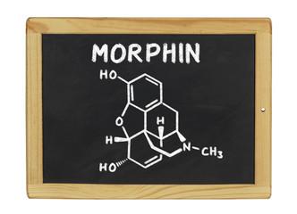 chemische Strukturformel von Morphin auf einer Schiefertafel