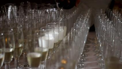bicchieri di cristallo e champagne