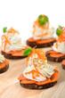 Vegetarische Käsesnacks mit Frischkäse und Karotten