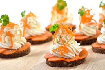 Käsehäppchen mit Karotte