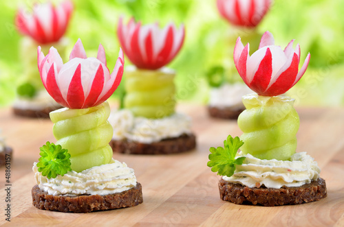 Party-Häppchem mit Kräuterfrischkäse
