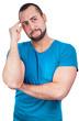 Südländischer junger Mann denkt angestrengt nach