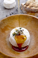 Goats cheese with thyme and honey