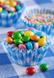 gocce di cioccolato colorate