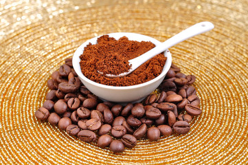 coffe seeds and powder