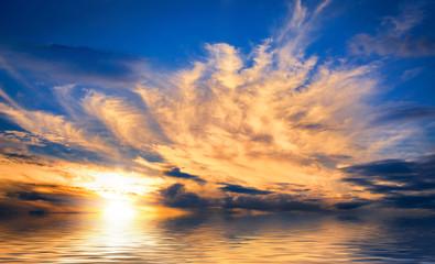 Spektakulärer Sonnenuntergang am Meer