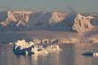Gletscherberge der Antarktischen Halbinsel im Abendlicht