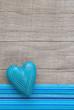 Das Herz in Blau als Glückwunschkarte mit blauen Streifen