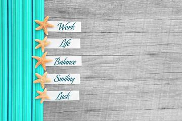 Work-Life-Balance ... Urlaubskonzept mit Schildern