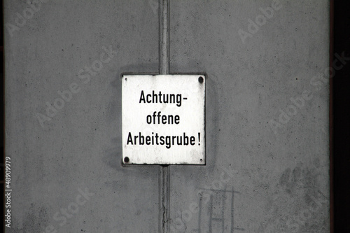 Achtung offene Arbeitsgrube
