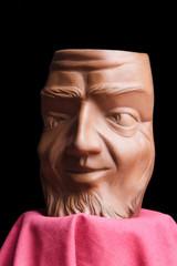 jarra de barro en forma de rostro humano