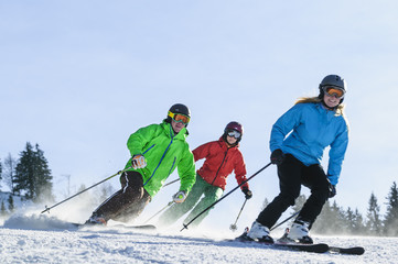mehrere Skifahrer