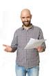 Lachender Mann mit Brief