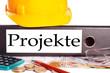 Aktenordner und Bauhelm - Projekte