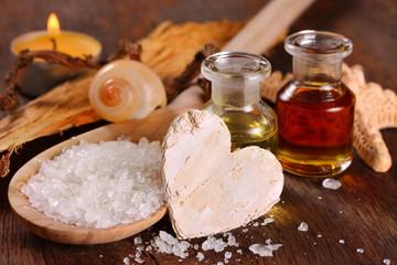 Kosmetik - Badesalz und duftende Badeöle