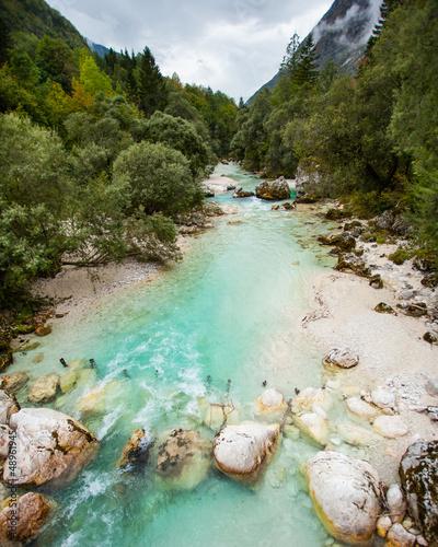 Türkises Wasser der Soca in Slowenien