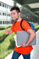 Étudiant avec sac à dos
