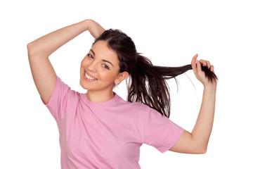 Jolie jeune fille toucher ses cheveux