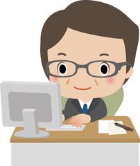 デスクでパソコンを使うミドルビジネスマン