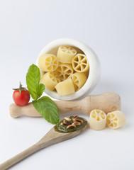Composizione con pasta