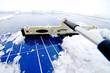 Photovoltaikanlage von Schnee befreien - Solarzellen