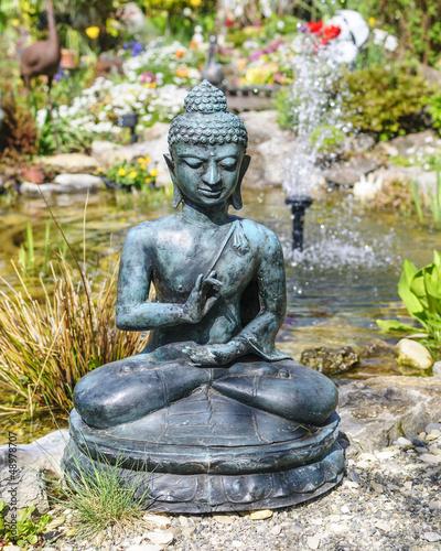 buddha figur im garten stockfotos und lizenzfreie bilder. Black Bedroom Furniture Sets. Home Design Ideas