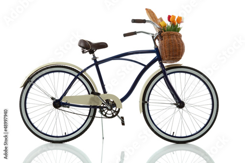 Beach cruiser with basket side view