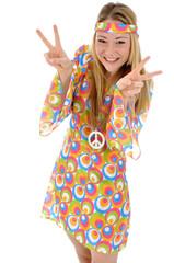 Junge Frau im Hippie-Kostüm