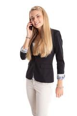 Junge Frau beim telefonieren mit Smartphone