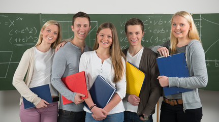 glückliche studentengruppe