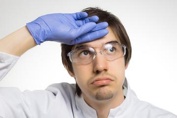 Dieser Wissenschaftler ist sichtlich überfordert