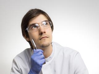 Nachdenklicher Forscher