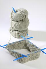 Strickzeug - Nadelspiel - dicke Wolle - Handarbeit