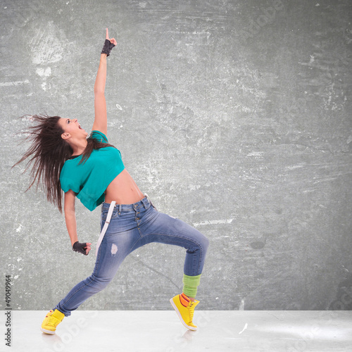dancer screaming and pointing up