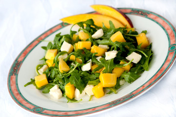 Salad with rucola, mozzarella and mango