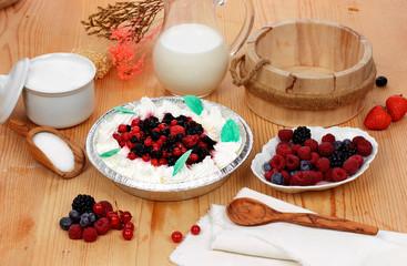 Mousse di yogurt e frutti di bosco - Yogurt mousse and berries
