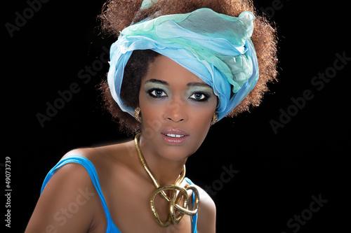 Hübsche afrikanische Frau aus Äthiopien mit blauen Augen