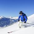 Skifahren im frischen Schnee