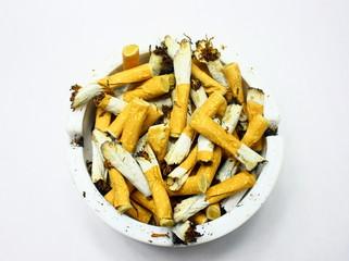 cendrier de mégots de cigarettes