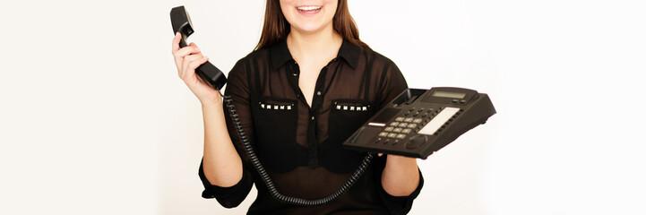 glückliches Mädchen mit Telefon