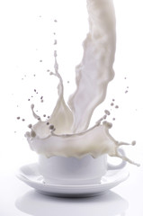 tazza di latte con splash