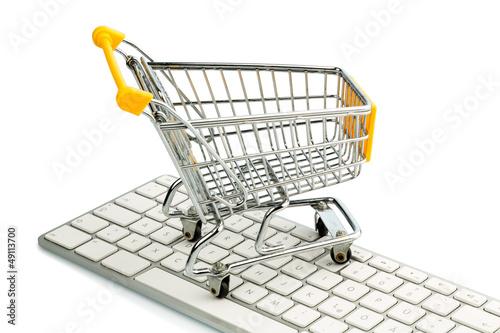 Einkaufswagen und Computertastatur