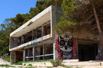 Graffiti su villa abbandonata
