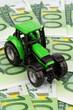Traktor auf Euro-Banknoten