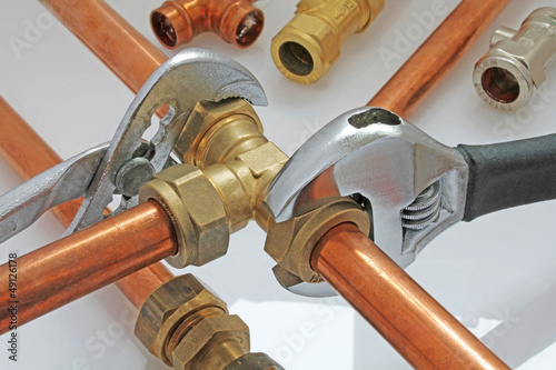 Poster wrenches on pipework